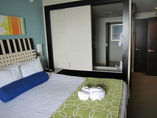 Bay Lake Tower at Disney's Contemporary Resort : Master bedroom and bath