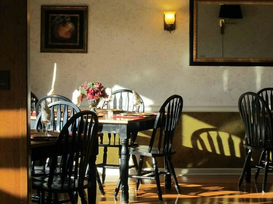 Brookside Mountain Mist Inn : Breakfast room