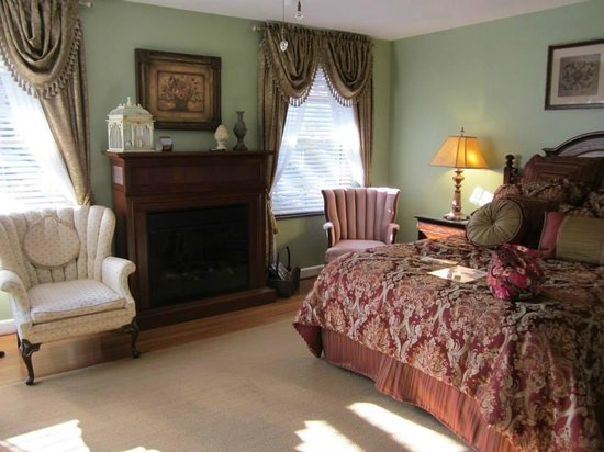 Brookside Mountain Mist Inn : Plantation Room