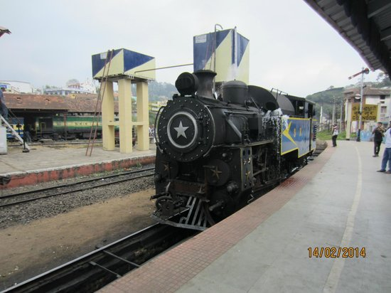 ExplorIndya with Aakriti - A FamilyStay: Steam train - Coonoor