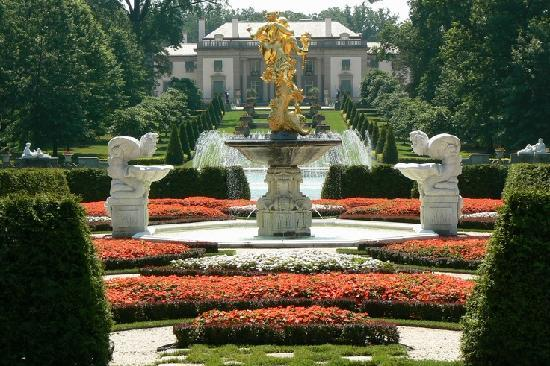 Delaware: Nemours Mansion and Gardens