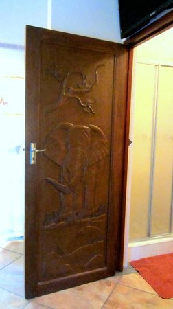 Zulani Guest House: each door is carved according to the name of the room!