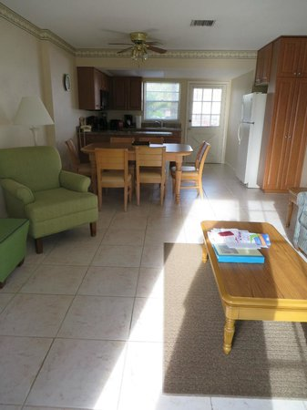 Oyster Pointe & Oyster Bay Resort: 21A Living/dining areas