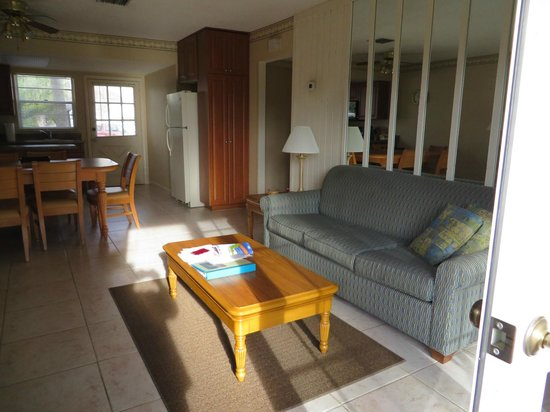 Oyster Pointe & Oyster Bay Resort: 21A Living room