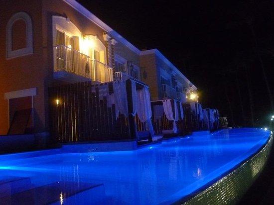 Grand Palladium Bávaro Suites Resort & Spa: This building is infront of the ocean