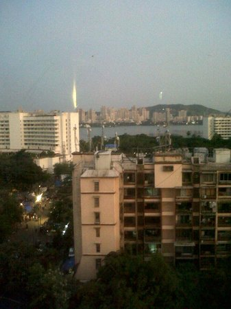Ramada Powai Hotel and Convention Centre: Vista2
