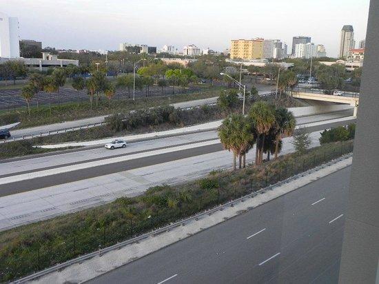 Staybridge Suites St. Petersburg Downtown : View of highway