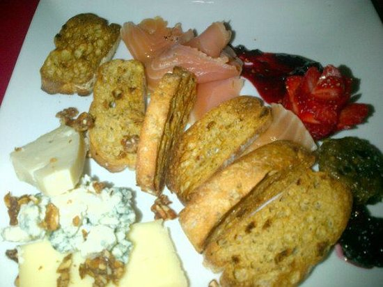 The Nomad Cafe : Gourmet cheese plates