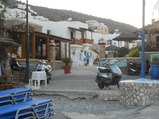 Panteli Beach Studios Apartments : entrée de l'hotel