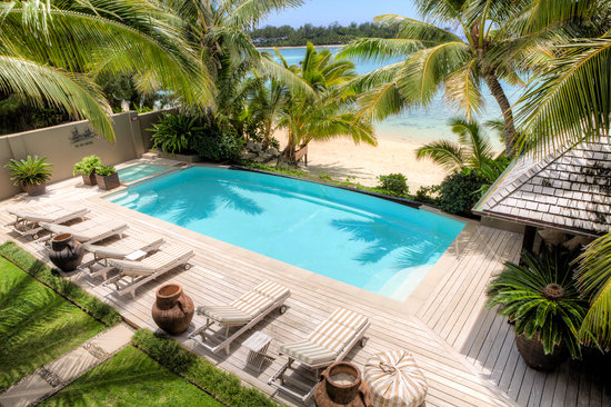 Te Vakaroa Villas: Pool & Beach Frontage