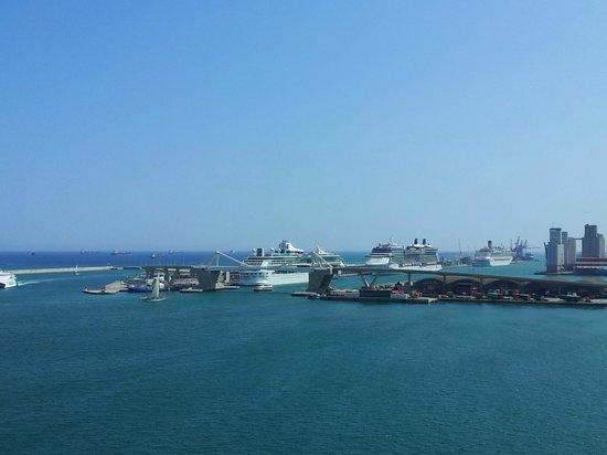 Eurostars Grand Marina Hotel: Вид из окна на море и порт
