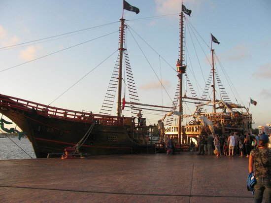 Pirate Shows & Tours: the ship