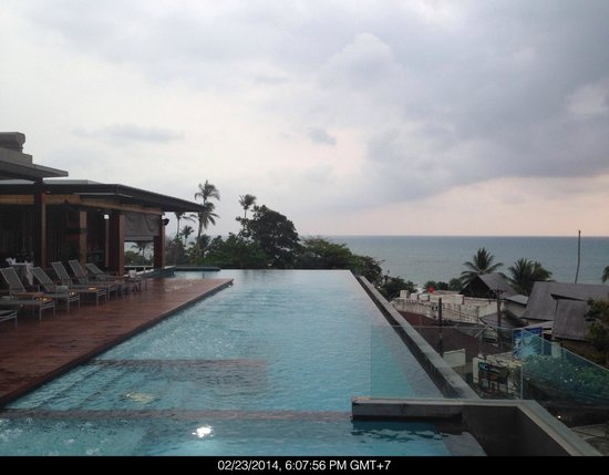 KC Grande Resort & Spa: Great place to chill -  The Roof-top Pool.  The servers their were awesome.