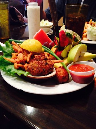 John G's Restaurant : John G's fruit combo with clams