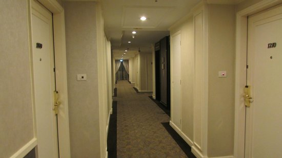 Movenpick Hotel Hanoi: The corridor