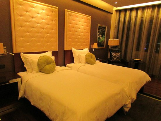 Mövenpick Hotel Hanoi: Luxury look of the room - from another side
