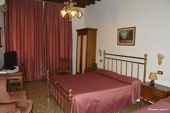 Hotel  Fontana: una de las habitaciones