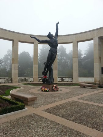 Monumento y Cementerio Estadounidense de Normandía: Cimetière Militaire Américain de Colleville / Mer