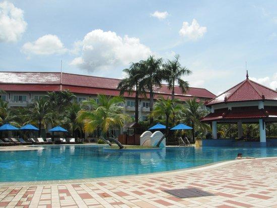 Sokha Beach Resort: une des deux piscine