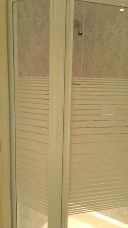Hallmark Hotel Derby Midland: Shower Cubicle