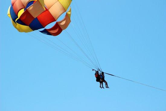 Hotel Fontan Ixtapa: tandem parasailing