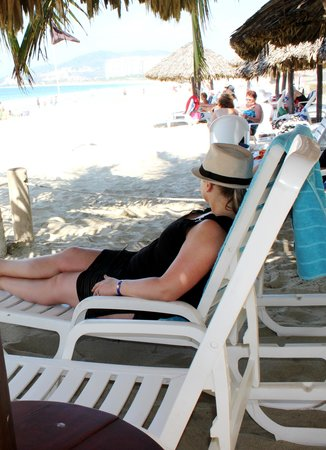Hotel Fontan Ixtapa: on the beach....relaxing.