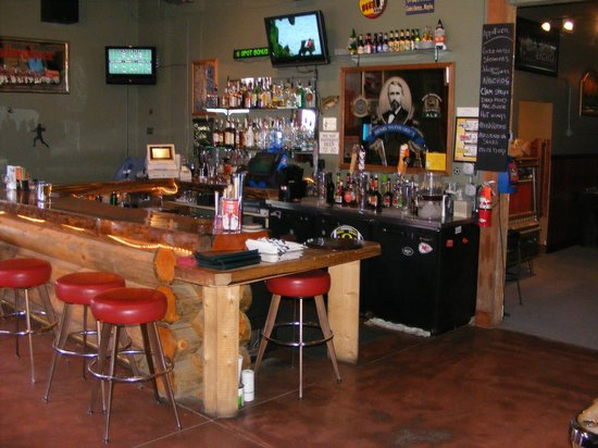 RJ's: Full service bar including oregon lottery. Large area to the right