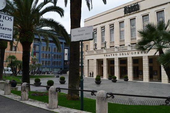 iQ Hotel Roma: Alrededores