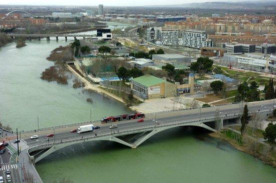 Ascensor del Pilar : Tram crossing the river