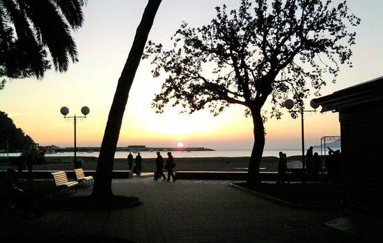 Grande Albergo: Il sole entra nel mare