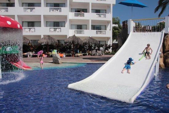 Marival Resort & Suites : Kids' waterslide