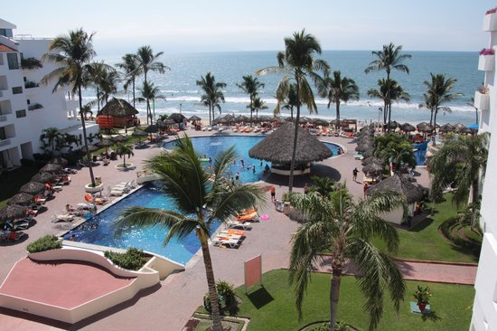 Marival Resort & Suites: Hotel grounds and pool