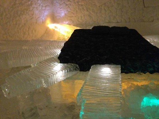 Hotel de Glace: crazy ice bed!