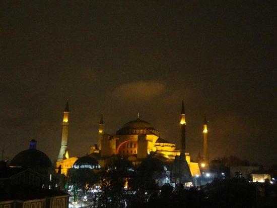 Armagrandi Spina Istanbul: Vista a noite do terraço.