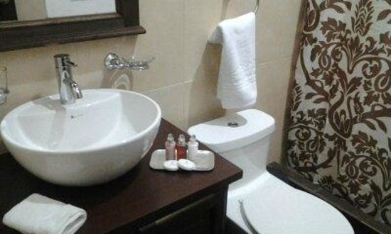 Chuquiragua Lodge: individual designed bathrooms