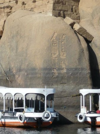 LTI - Pyramisa Isis Island Resort & Spa : Hieroglyphics and motor launches on the Nile