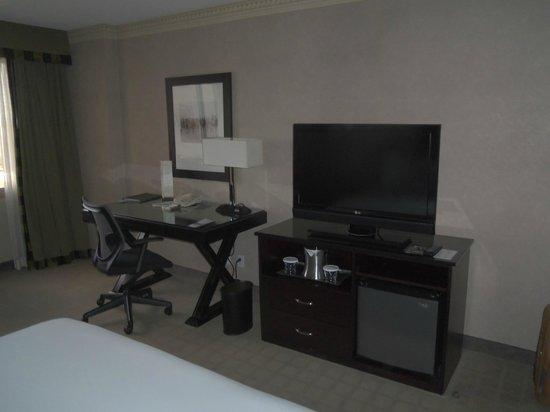 Hilton Long Beach: Comfortable working desk