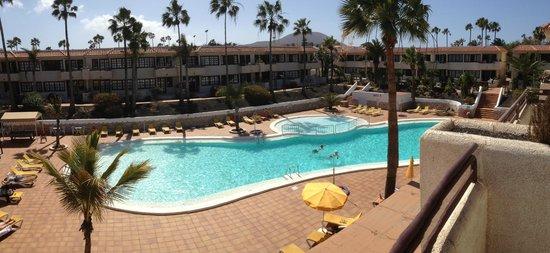 Fuentepark Apartamentos: poolområdet set fra vores balkon. værelse 70