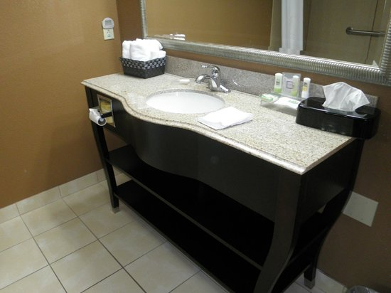 Country Inn & Suites By Carlson, Lexington: Pretty update in bathroom
