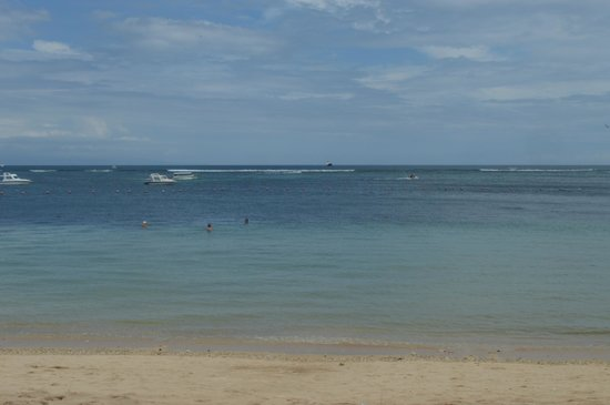 Novotel Bali Benoa: clean blue water