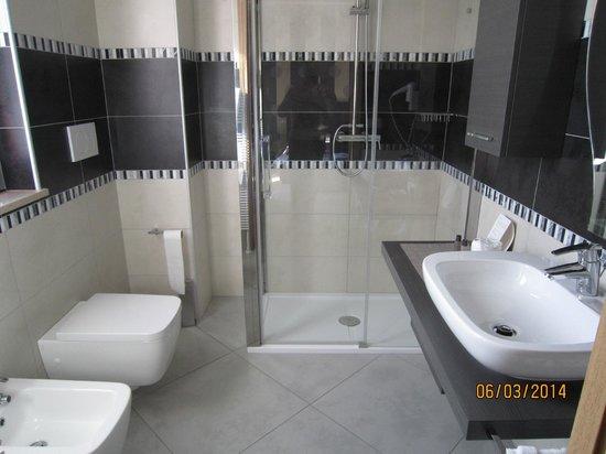 La Grotta Hotel : Bello il bagno
