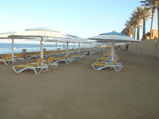Resta Grand Resort : pusta plaża