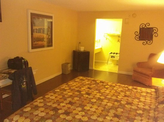 Claremont Kissimmee Hotel: overall room