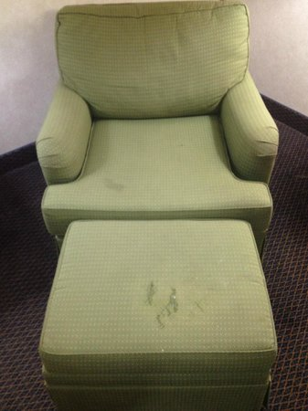 Baymont Inn & Suites Washington: Stained & threadbare chair and ottoman