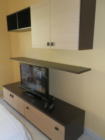 Vallum Apartments : LA TV