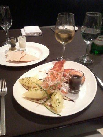 Diplomatic Hotel: Gastronomia internacional e impecável