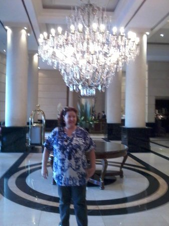 Diplomatic Hotel: Cristal e brilho