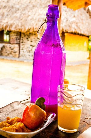 La Pepita de Maranon: Fresh homemade maranon juice and jam for breakfast
