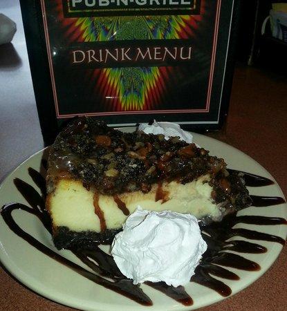 Mojo's Pub n Grill: Homemade Turtle Cheesecake