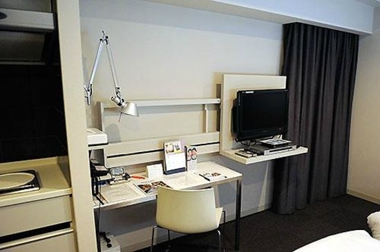 Citadines Shinjuku Tokyo: Desk/work area at Citadines